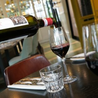 rode wijn inschenken Welgelegen Groenlo