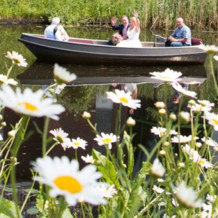 Bruidspaar in bootje Welgelegen Groenlo