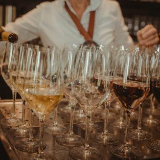 Wijn schenken Welgelegen Groenlo