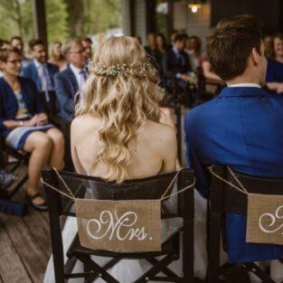 Bruidspaar huwelijksvoltrekking veranda boothuis Welgelegen Groenlo