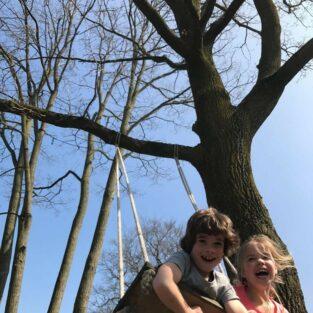 Kinderen schommel tuin Welgelegen Groenlo