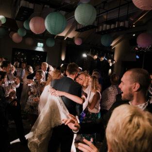 Dansen op avondfeest bruiloft Boothuis Welgelegen Groenlo